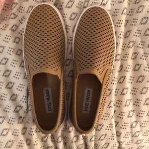 1817f31a702 Steve Madden Shoes - Size 8.5 Steve Madden Elouise sneakers brand new
